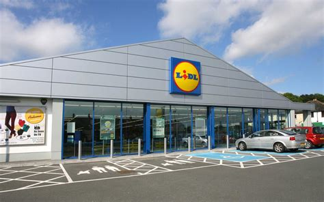 Lidl lets people vote on Christmas prices in Twitter