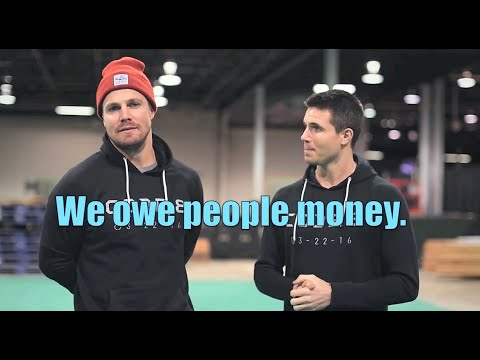 Stephen Amell - Bio, Wife, Brother, Daughter, Height, Net
